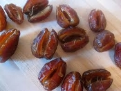 HAND PITTED 2 lb Bag Premium Medjool Dates *Free Ship