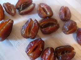 HAND PITTED 4 lbs(2 x 2lb bags) Premium Medjool Dates *Free Ship